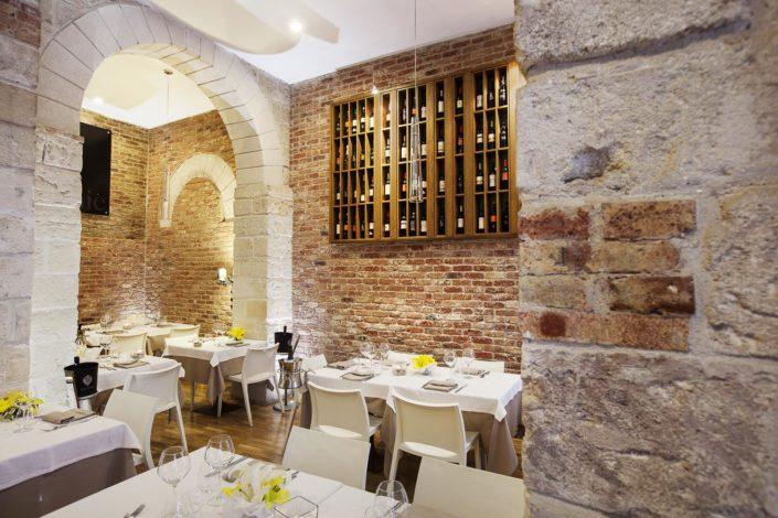Fotografo per ristoranti e strutture di lusso. In foto un risto wine rustico ma elegante