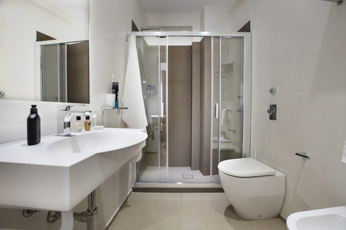 Foto bellissime per alberghi e case vacanza di lusso, bed and breakfast di charme, luminose e di alta qualità professionale. Ottima post produzione. In foto un bagno
