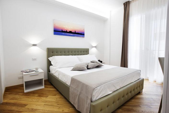 Foto bellissime per alberghi e case vacanza di lusso, bed and breakfast di charme, luminose e di alta qualità professionale. Ottima post produzione. In foto una camera matrimoniale