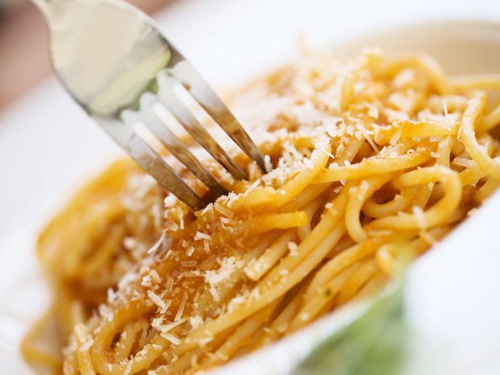 Fotografo per ristoranti food piatti gourmet. In Foto gli spaghetti al sugo