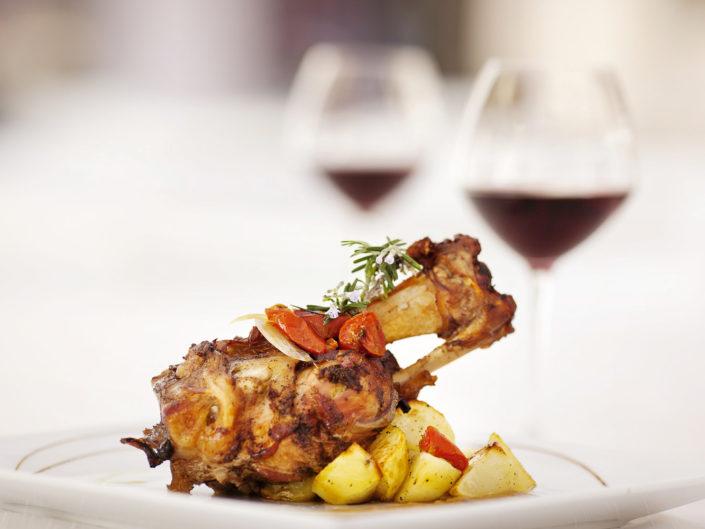 Food Photography. Fotografo di food per ristoranti, cafe gourmet, pasticcerie e gelaterie di gusto. Pollo e patate al forno gourmet