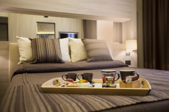 Fotografo per alberghi e strutture di lusso. In foto colazione in camera