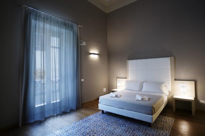 Fotografo per alberghi e strutture di lusso. In foto camera matrimoniale in dimora storica di charme