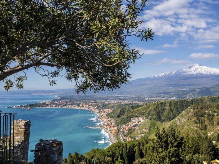 fotografia fine art per arredare stampata su tela Baia di Taormina vista dall'alto