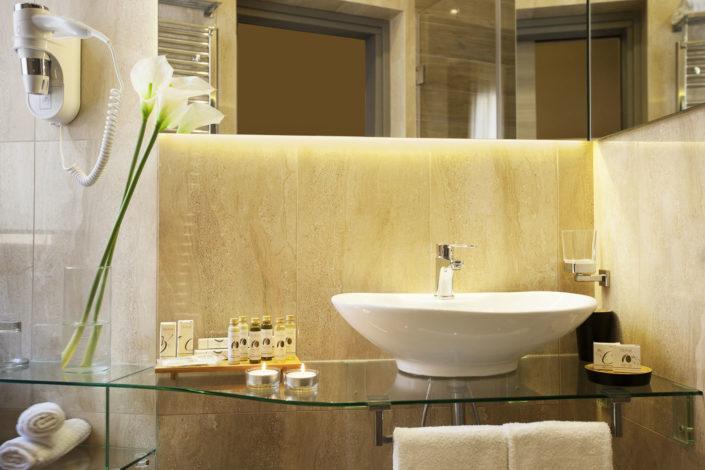Fotografia di un bagno di un albergo per pubblicità, realizzata da Nino Lombardo