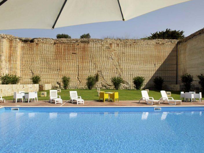 Il fotografo per alberghi e resort Nino Lombardo ha realizzato questa foto con piscina a Favignana