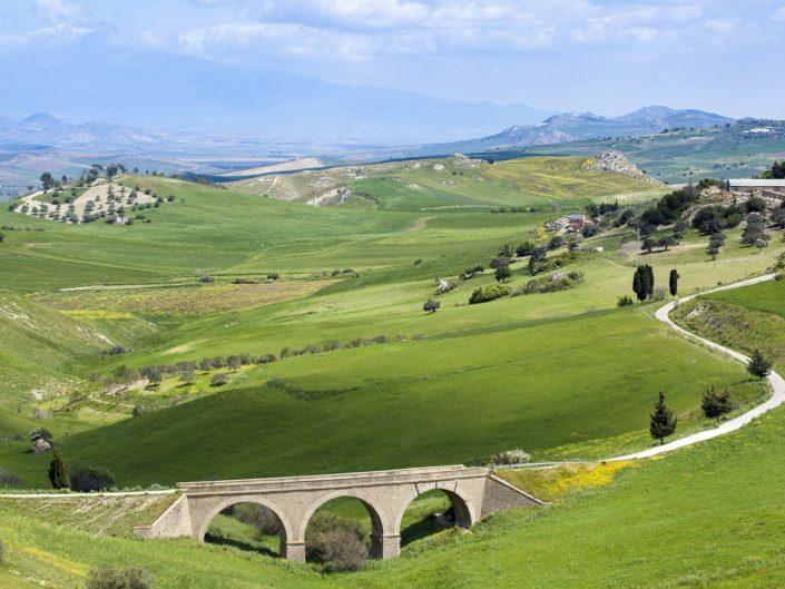 fotografia fine art per arredare stampata su tela canvas Distese colorate di colline e campi verdi