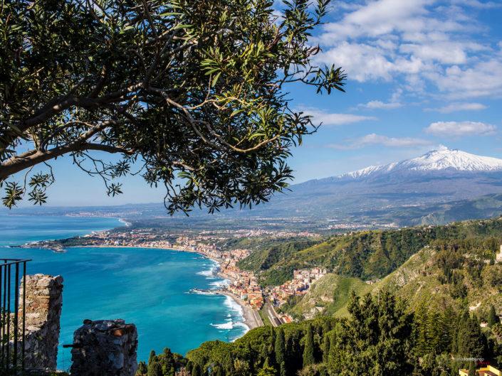 Paesaggio da stampare su tela Taormina sfondo il Monte Etna