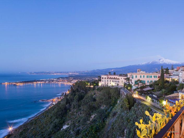 Golfo di Taormina e sfondo del Monte Etna, fotografia di viaggio
