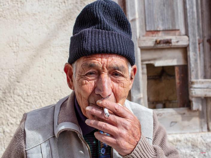 Gente di mare Pescatore al Porto Siciliano Fotografia di Viaggio